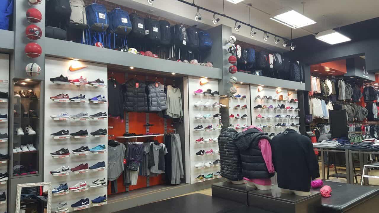 מתקני תצוגה לשיווק חנויות הלבשה והנעלה
